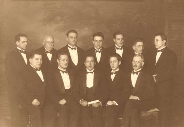 Koor der Grote Synagoge, met Nathan Gobets (achteraan 3de van links) en Machiel Gobets (2de van links vooraan), ca. 1928