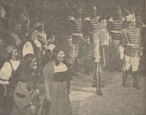 1955_Der Zigeunerbaron v.l.n.r. Jo van de Munt als oude Zigeunerin, Gré Brouwenstqn als Saffi, Joop de Vries als Zigeunerbaron en Paolo Gorin als landheer